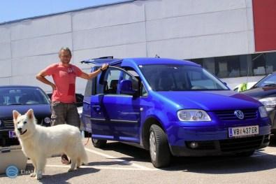 Abschiedsbild: Caddy, Nanouk und der Elektroautor {:-) - bei Porsche Wels.