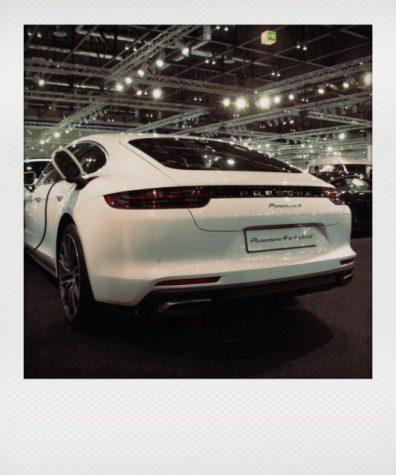 Porsche soll 2019 mit dem 100% elek- trischen Mission E kommen, hier der Panamera als Plug-In.