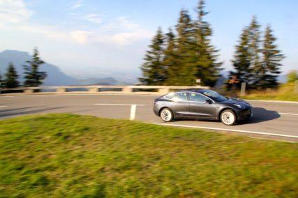Der Lithium-Eisenphosphat-Akku ist noch keine Technologie von gestern. Selbst Tesla setzt in den günstigen Model 3 aus China auf diesen Akku-Typ.