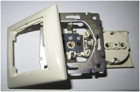 Составные части электрической розетки.
