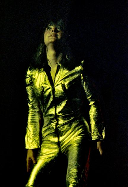 Suzi Quatro 1974 Gold Suit 300dpi