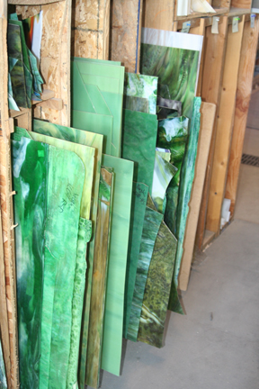 Green art glass for stained glass windows
