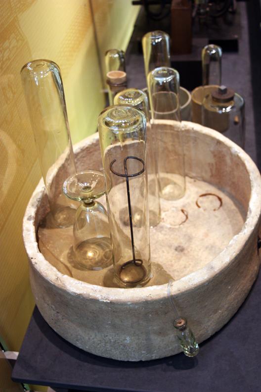 Joseph Priestley's pneumatic trough