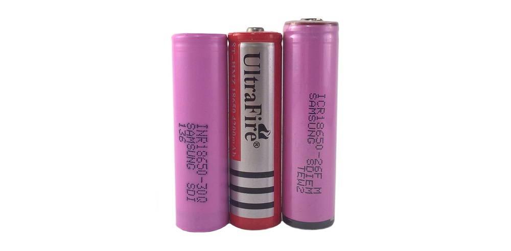 samsung INR, UltraFire, samsung ICR lítium-ion akkumulátorok egymás mellett