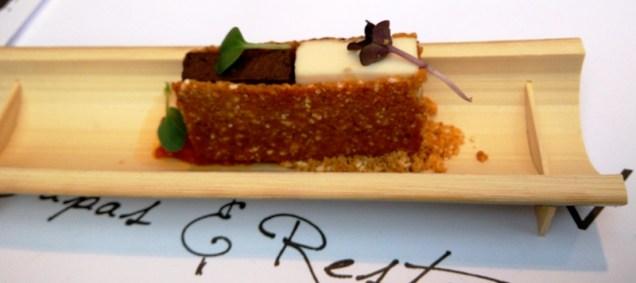 Crujiente de morcilla y queso de cabra. Restaurante La Minerva de Cáceres