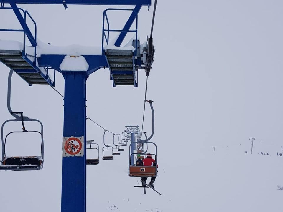 """Пуштена во функција жичницата """"Св. Илија"""" на Попова Шапка. Од денеска и ноќно скијање на Попова Шапка."""