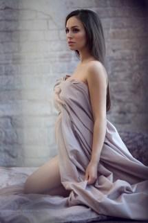 Фотосессия беременной в студии со стилистом