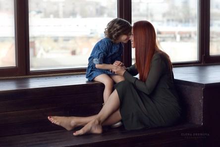 Фотосъемка мамы и дочки в студии