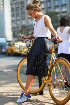 Bicicleta poate fi condusa comod chiar si cu fusta