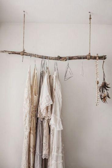 stender pentru haine din creanga uscata