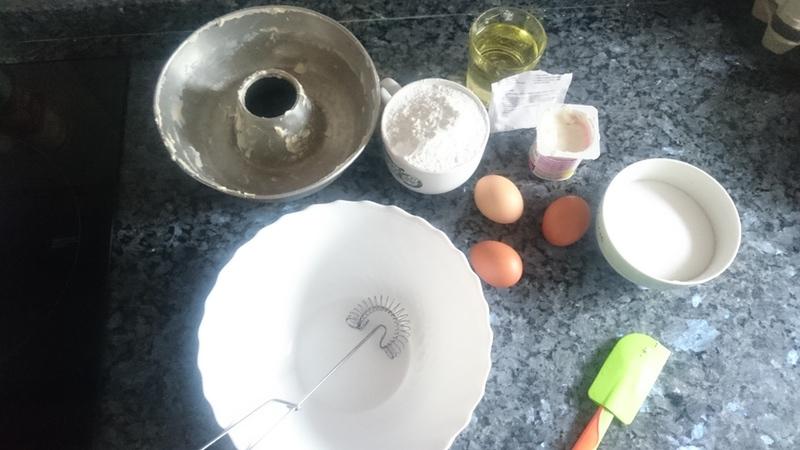 Ingredientes para la elaboración de bizcocho casero. Detalle de bienvenida en El Encanto del Valleval.