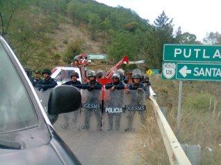 policia-detiene-caravana_9