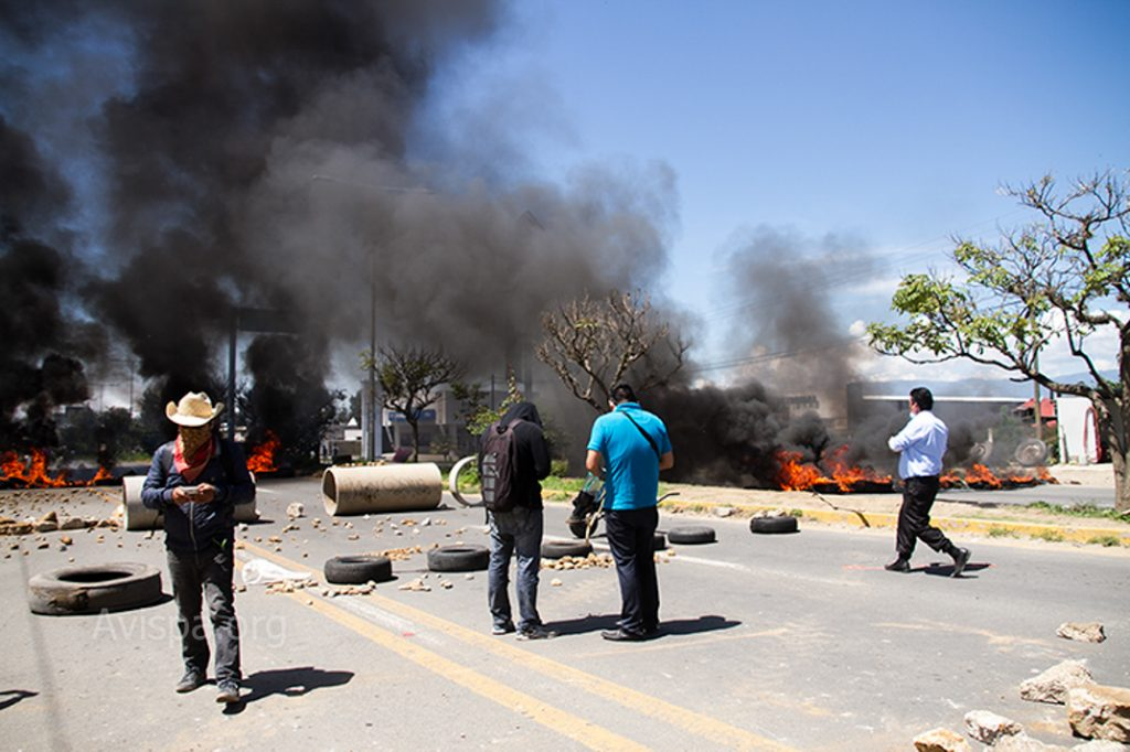 Hacienda-Blanca-barricade-oaxaca-teacher
