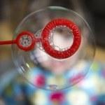 Bambini alle prese con stress, difficoltà e traumi. 6 suggerimenti per potenziare la loro capacità di affrontarli