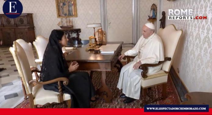 Papa Francisco recibe en audiencia a vicepresidenta de Ecuador. Foto/ Captura: Rome Reports.