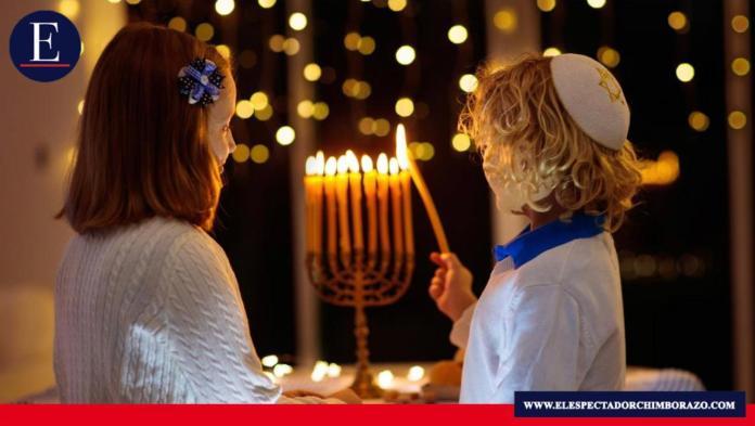 Esta tradición judía comenzó a celebrarse desde este 10 de diciembre, extendiéndose hasta el 18 del mismo mes, aunque sus fechas oficiales, como cada año, es a partir del 25 Kislev. Foto: Enlace Judío.