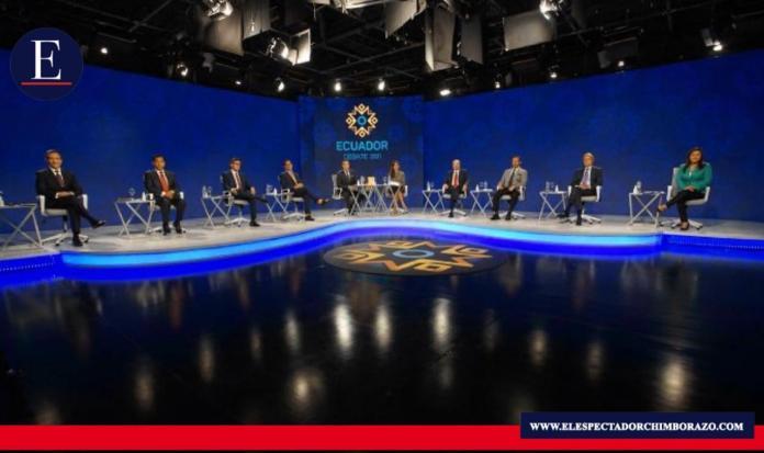 Los 16 presidenciables defendieron sus planes de trabajo en debate electoral. Foto: CNE.