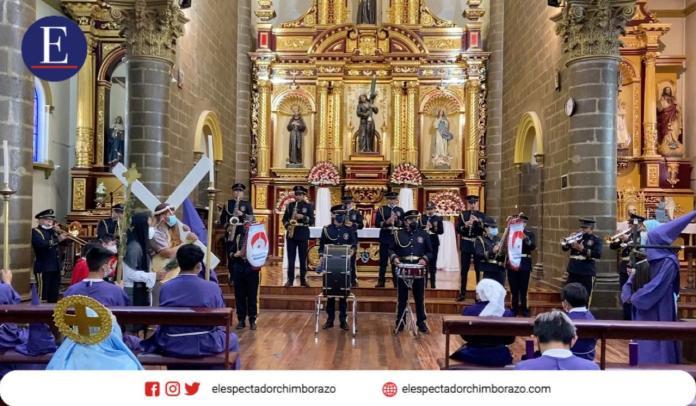 Música Sacra, procesión, cuadro vivo y cucuruchos. Foto: El Espectador Chimborazo.
