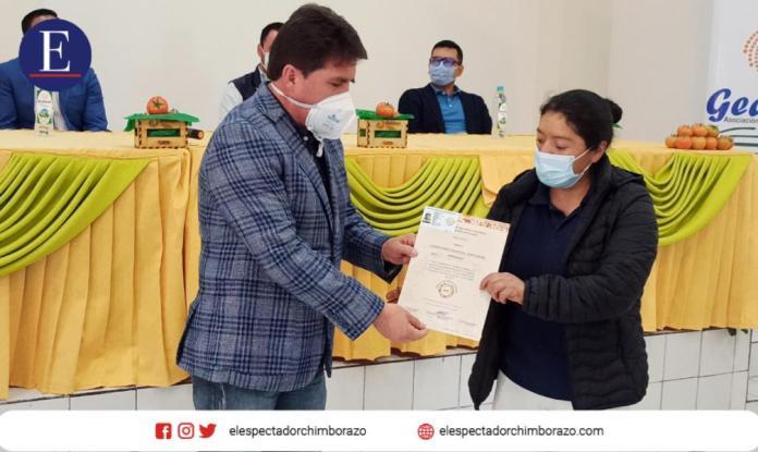 Entrega de certificados de Agricultura Familiar Campesina / #SembramosFuturo. Foto: MAG.