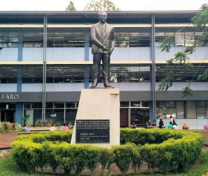 Estatua de Rodrigo Facio Brenes en la UCR