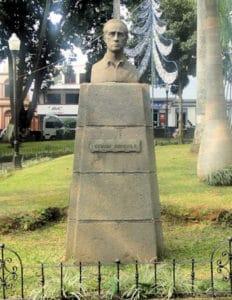 Monumento Efraim Arroyo
