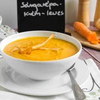 Sült sárgarépa-krémleves zöldségchipsszel