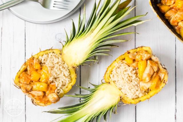 Ananászos csirke ananászban.jpg