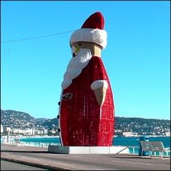 Nizza francia riviéra - karácsonyi dekoráció a mediterrán napsütés alatt
