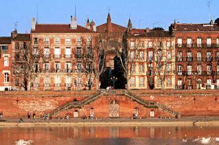 Toulouse lakóautóval - vörös téglák 1.