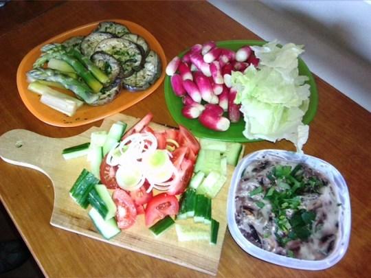 Piknik otthon - zöldségek, saláták, finom falatok