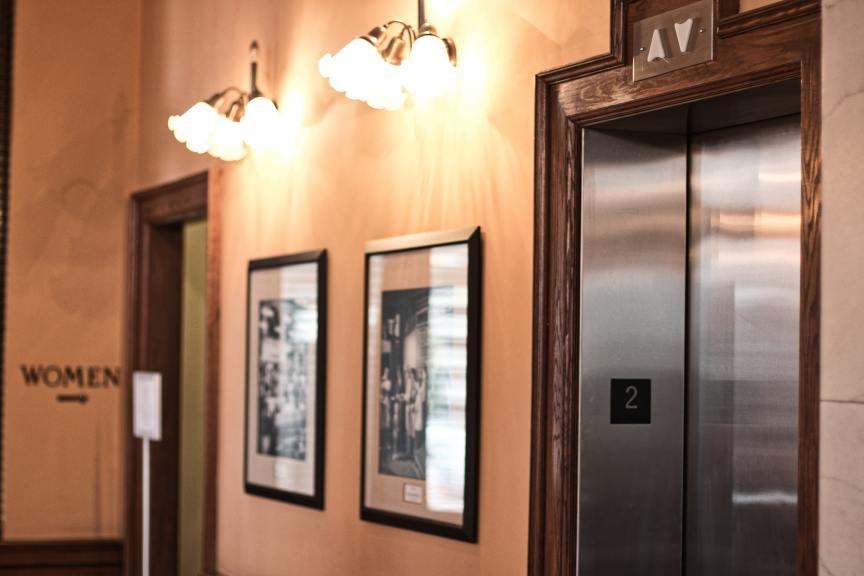 sala con elevadores
