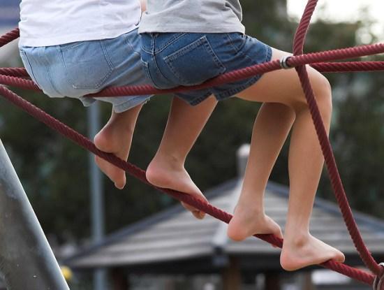 Evangelio apc piernas niñas amigas