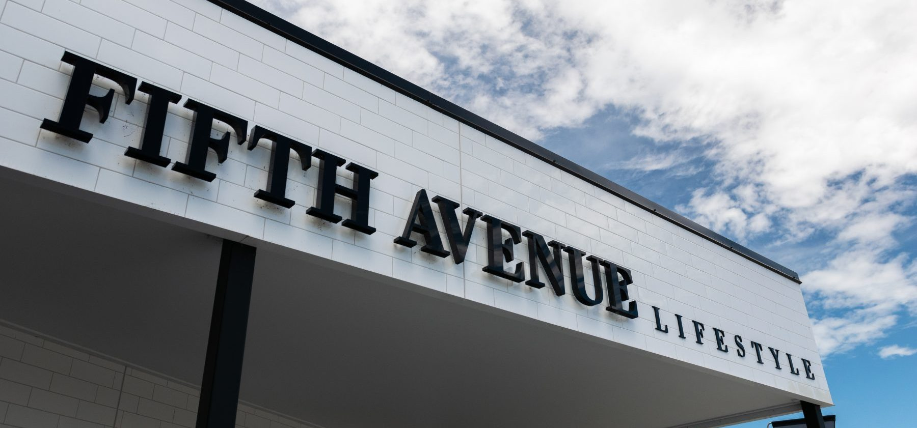 Fifth Avenue Lifestyle Exterior Sign