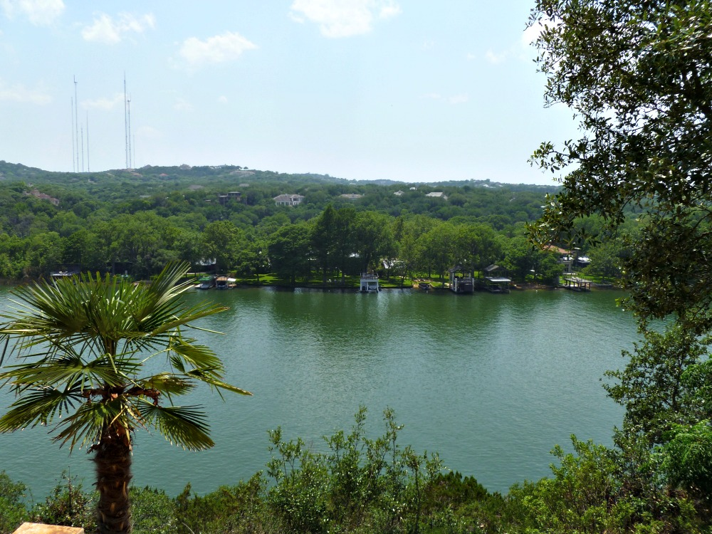 78731 neighborhoods cliff over lake austin