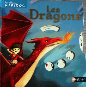 Un livre pop-up d'amitié entre un garçon et un dragon.