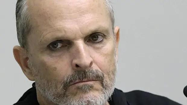 Miguel Bosé confesó que consumía cocaína a diario