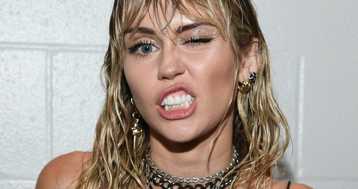 Miley Cyrus actuará en importante evento previo al Super Bowl 🏈🎶