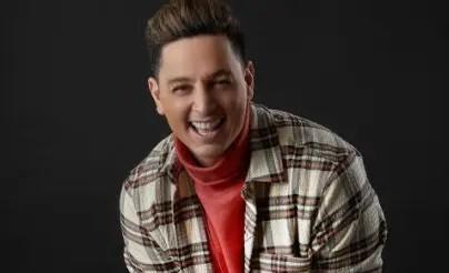 Víctor Drija le da la bienvenida a la temporada decembrina con su tema «Tu estrella en Navidad» 🎅🎶