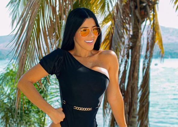 EN FOTO: Es blanco, es chiquito, es el bikini de Rosita que te pondrá loquito
