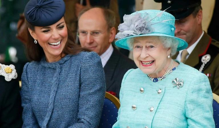 Kate Middleton estaría haciendo un gran trabajo acompañando a la reina en su luto 👑🖤