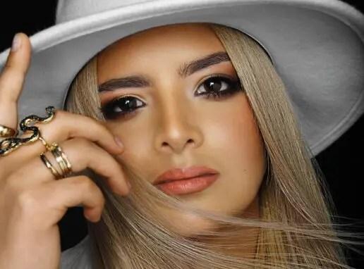 """Adriana Moreno presenta su sencillo """"Quédate en mi"""""""