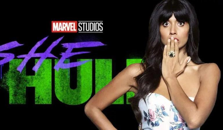 Jameela Jamil, la estrella de She-Hulk, promociona la serie de Marvel durante el rodaje