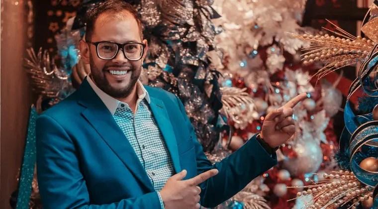 ¿Vida más fácil? César Monroy marca pauta alquilando la Navidad