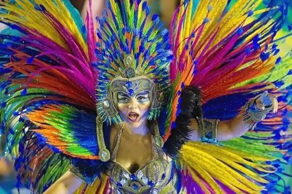 Más de 500 comparsas brillarán en el regreso del Carnaval de Río de Janeiro 🎊🇧🇷