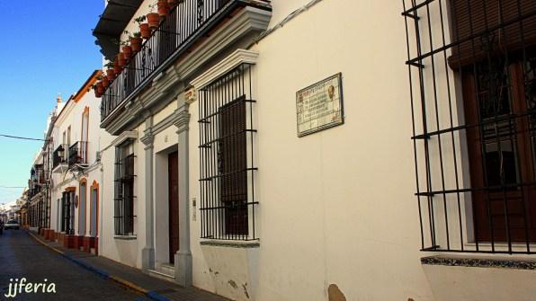 Calle Nueva. En primer término la casa donde vivió el poeta.