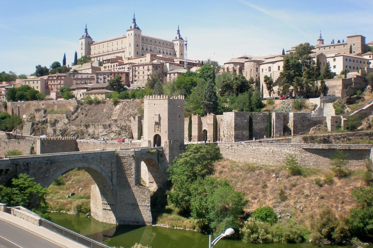 Puente de Alcántara sobre el río Tajo y Alcázar