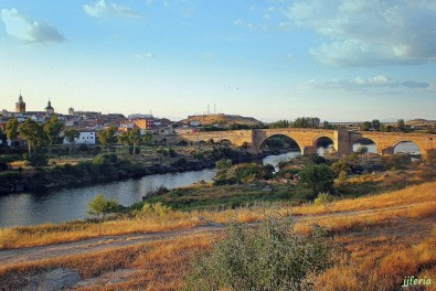 El río Tajo a su paso por la localidad toledana de Puente del Arzobispo.