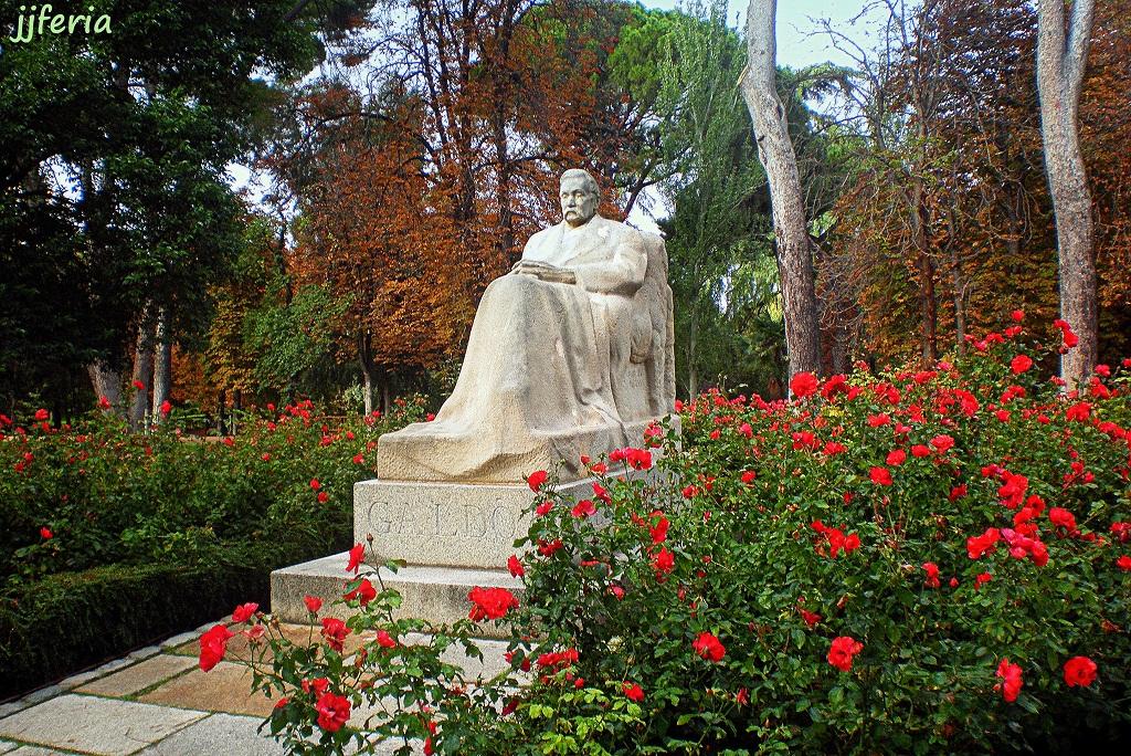 Monumento al novelista Benito Pérez Galdós