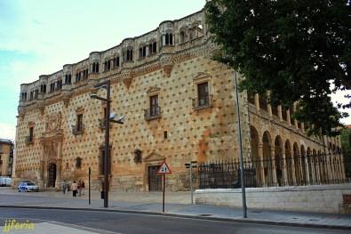Fachada del palacio del Infantado.