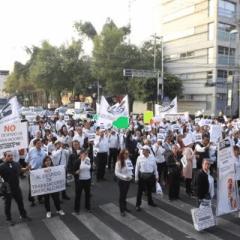 Tras despidos masivos en ISSSTE, trabajadores toman calles del país